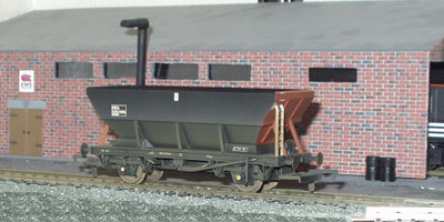 Hornby Model Railway Review - HEA Hopper Weathered (R6152B)