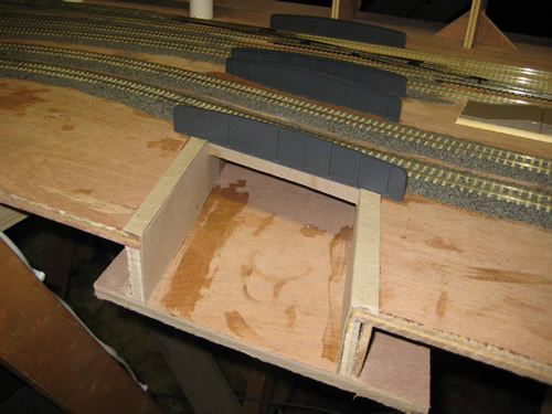 Model Railway Water - How to construct a model railway river / canal including bridges.